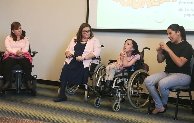 Personas con discapacidad presentaron comentaron el documento
