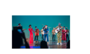 """Los artistas interpretaron """"Redemption Song"""" de Bob Marley,  como clausura del evento"""